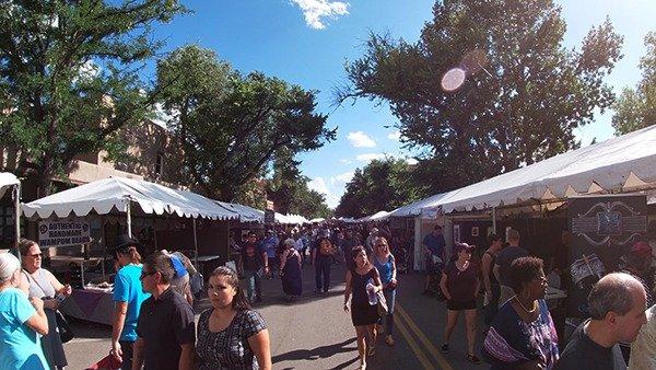 Market_crowd